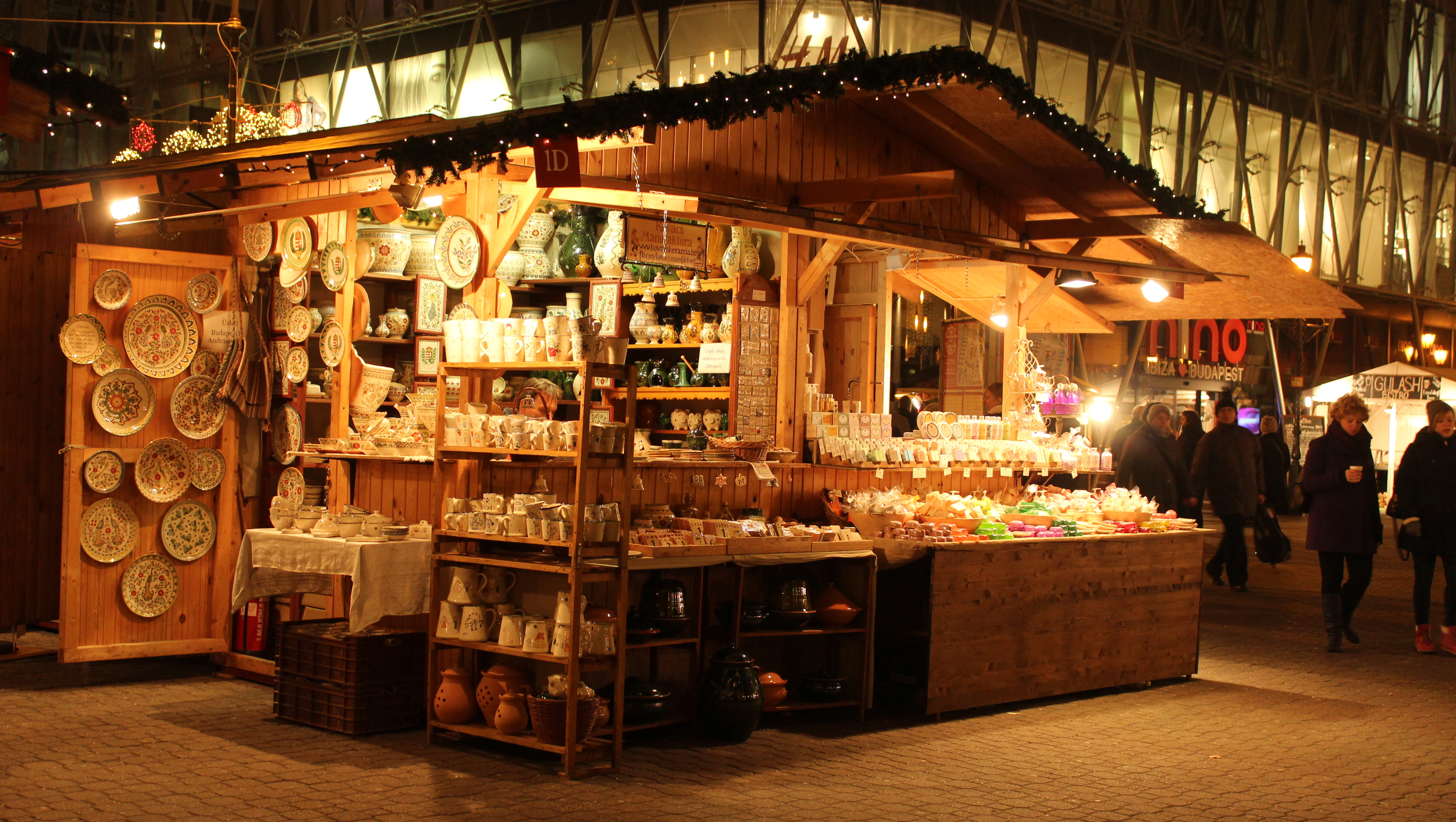 christmas market budapest hours